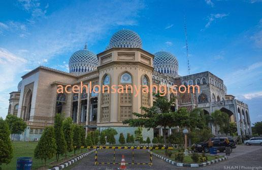 Suasana di Mesjid Islamic Center Kota Lhokseumawe